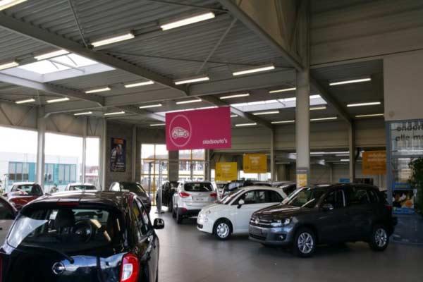 Tube-led-concessionnaire-automobile