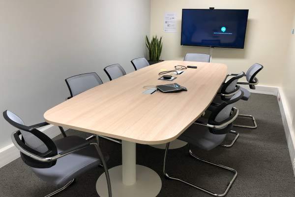 Table-de-reunion-doctolib