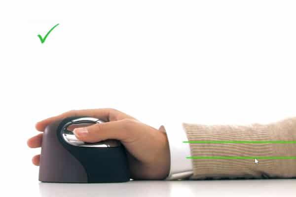 position droite de la main et du bras